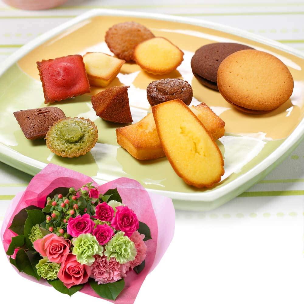 花束と焼き菓子の贅沢セット|花束セット「アンリ・シャルパンティエ ガトー・キュイ・アソート」|迷ったらこれに決まり。人気商品勢ぞろいの詰め合わせとお花をお届け|フラワーギフト、花、プレゼント、お花とセット、お祝い、スイーツ、菓子、雑貨、記念日|イイハナ・ド